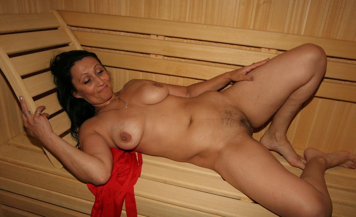 смотреть тетки голые в бане