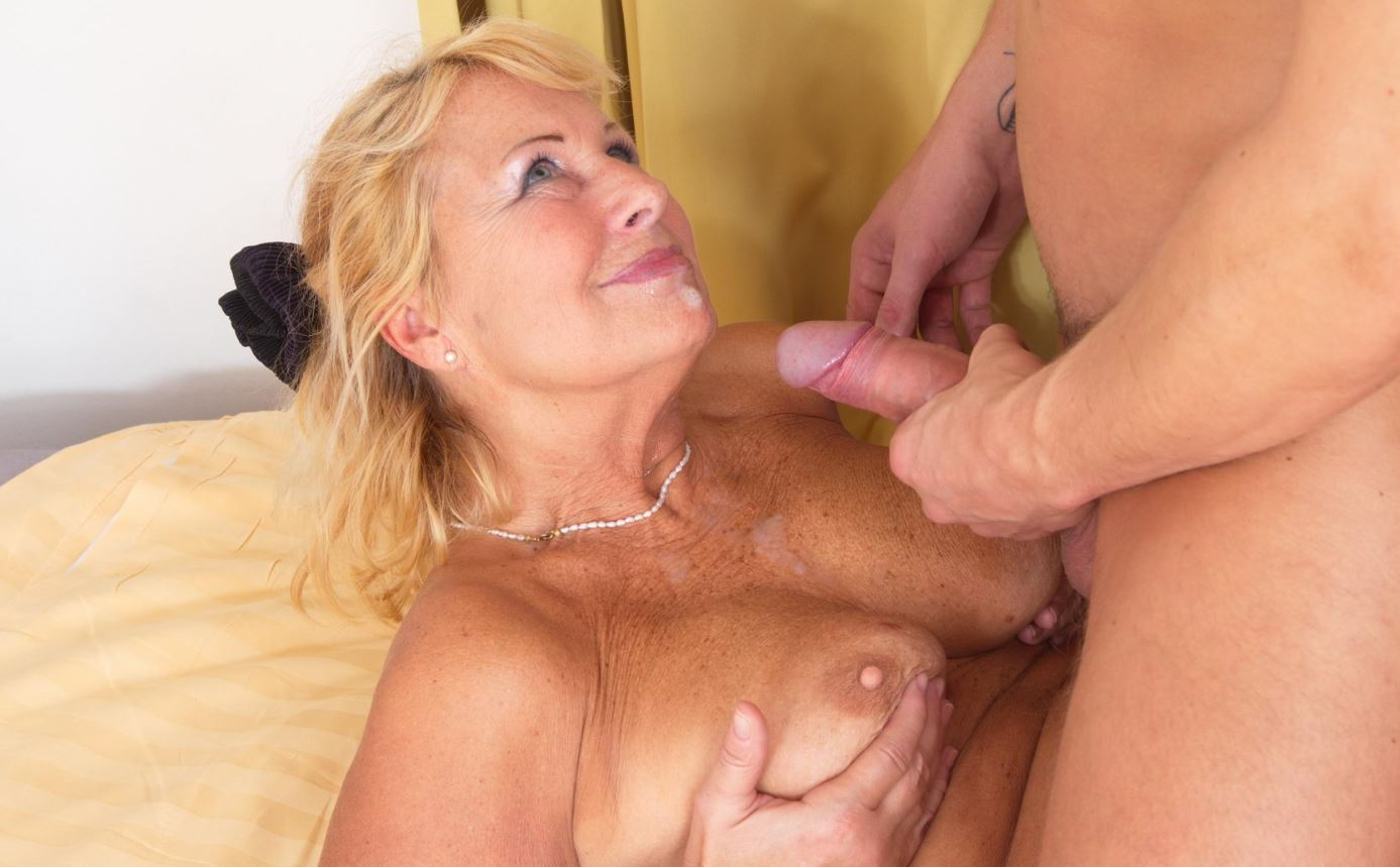 Older naked women sucking and fucking
